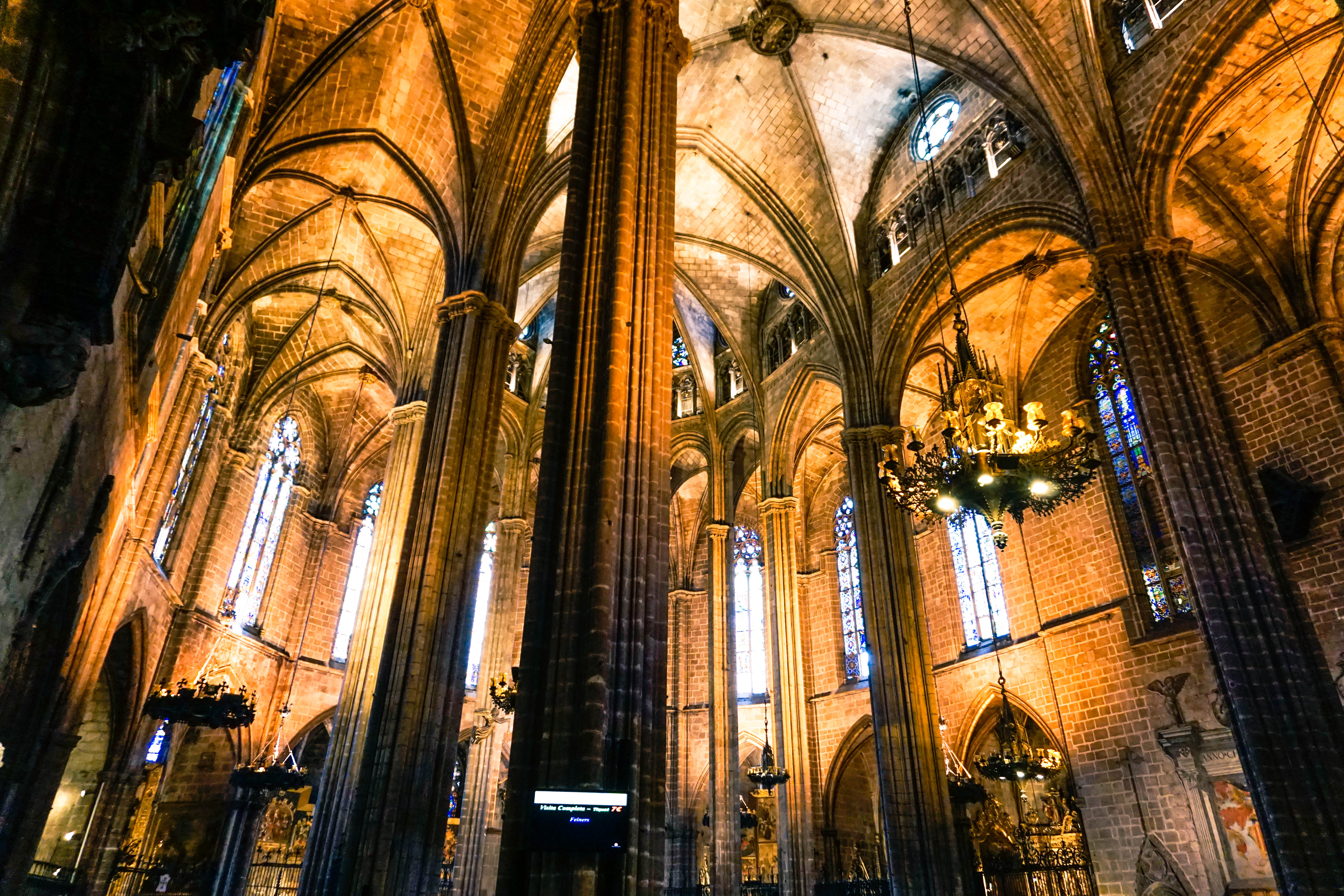 barcelona cathedral, pillars-2