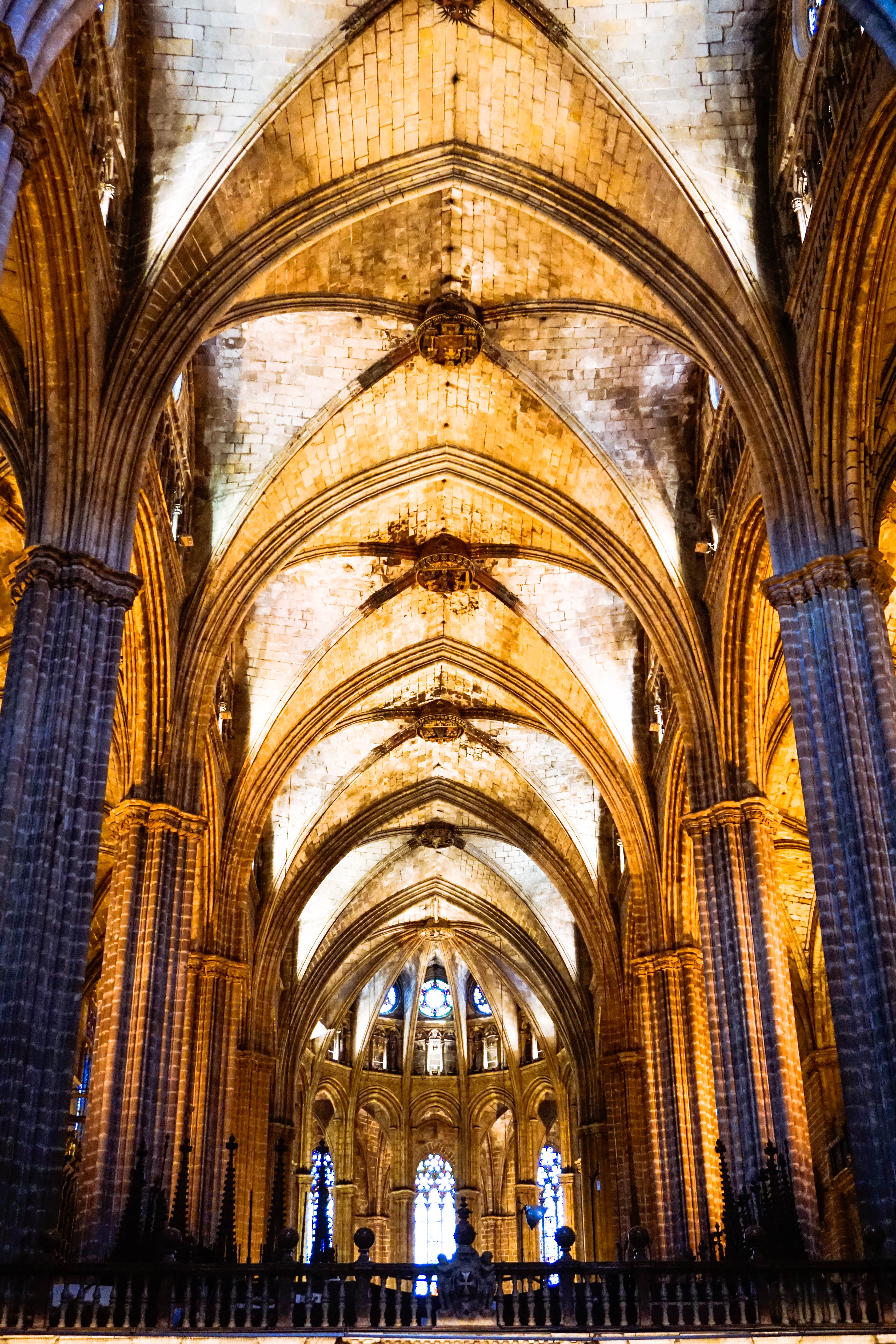barcelona cathedral, pillars